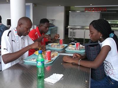 Au centre Universitaire de Nice avec les artistes camérounais. Photo: René Jackson Nkowa
