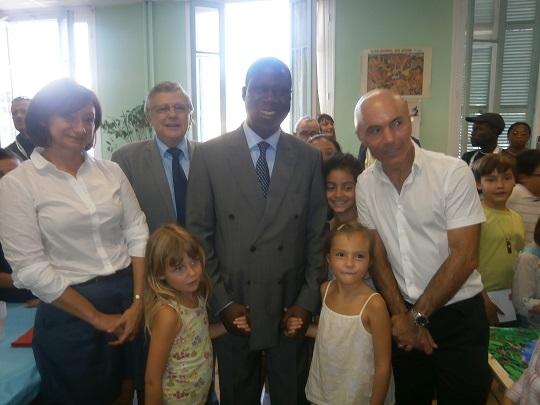 Le Ministre en compagnie des officiels français et du Directeur de l'école Photo: Sinatou Saka